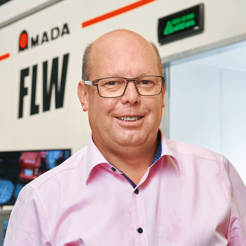 Mit den neuen AMADA-Anlagen hat Günter Pflüger, Geschäftsführer der PB MeTech, die Fertigungskompetenz des Unternehmens entscheidend erweitert.