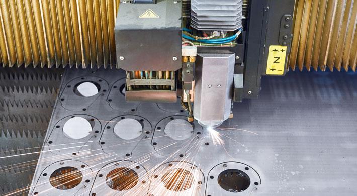Mit der AMADA ENSIS-3015AJ kann die PB MeTech jetzt auch Buntmetalle wie Kupfer, Messing und Titan schneiden.