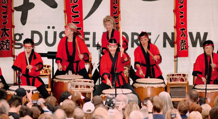 Japanische Trommelkuns am Japan-Tag in Düsseldorf.