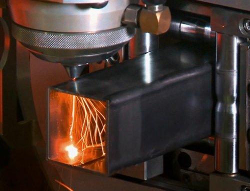 Faserlaserschneidanlage AMADA ENSIS-3015 RI: Schnell,  flexibel  und  sicher